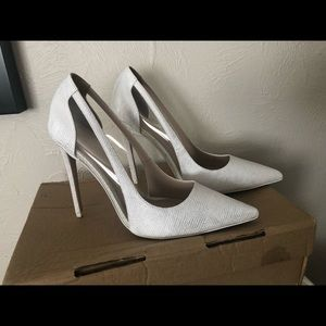 White pointy toe shoes